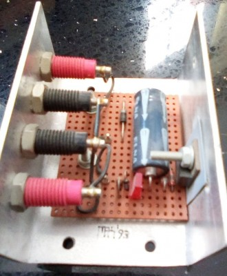 9V regulator built using a 7805 and a 4.3V Zener diode - side view 3